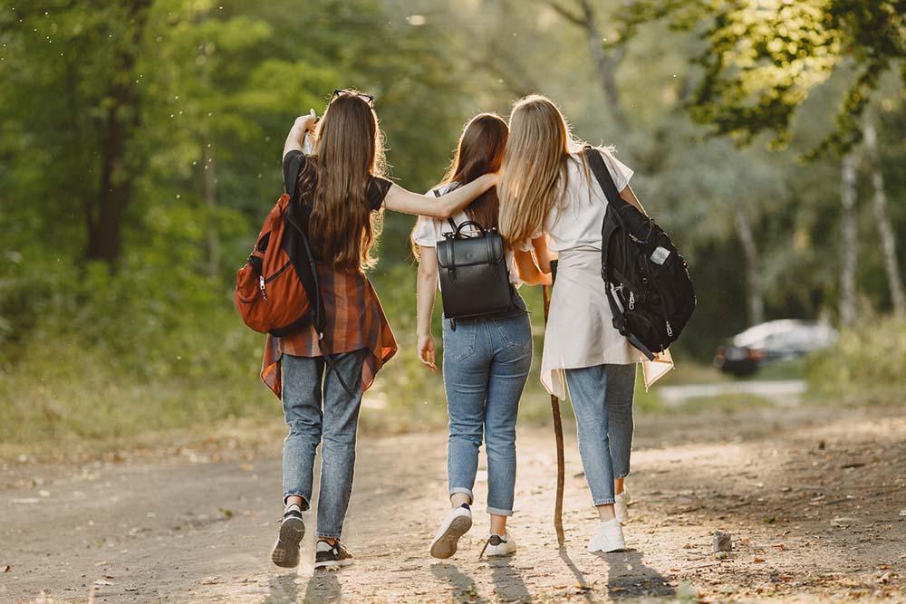 ประโยคภาษาอังกฤษยอดนิยมที่ต้องรู้ ใช้สำหรับการเดินกับเพื่อนๆ