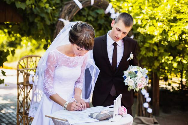 คุณสมบัติของผู้จดทะเบียนสมรส แปลและรับรองเอกสาร