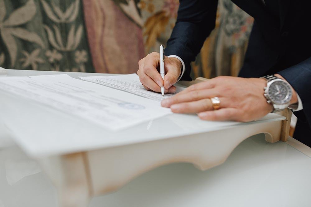 จดทะเทียนสมรสต้องเตรียมเอกสารอะไรบ้าง? รับรองเอกสาร ภาษาอังกฤษ /รับรองกงสุล